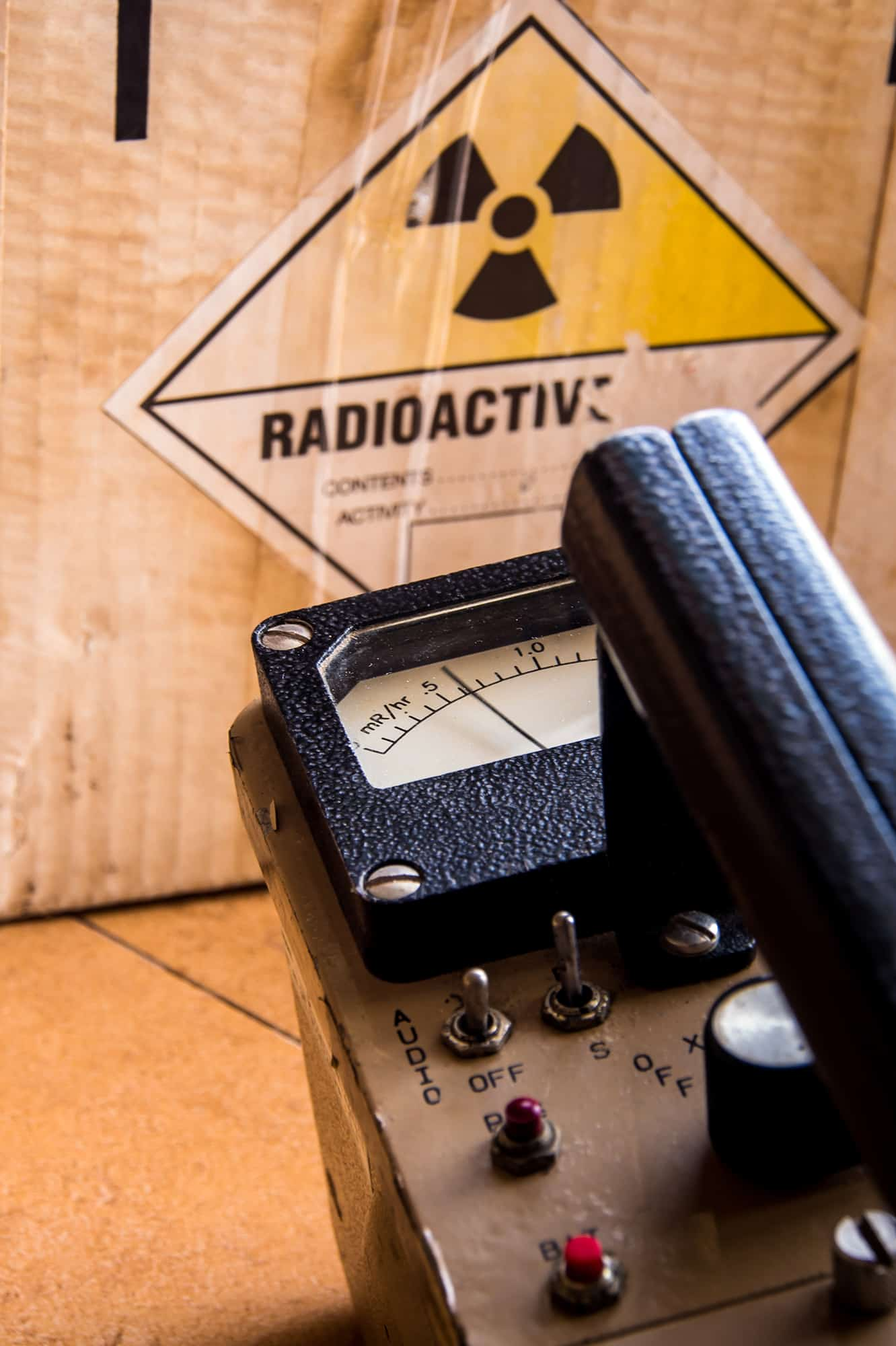 A geiger Counter being used to check the radiactivity of a box
